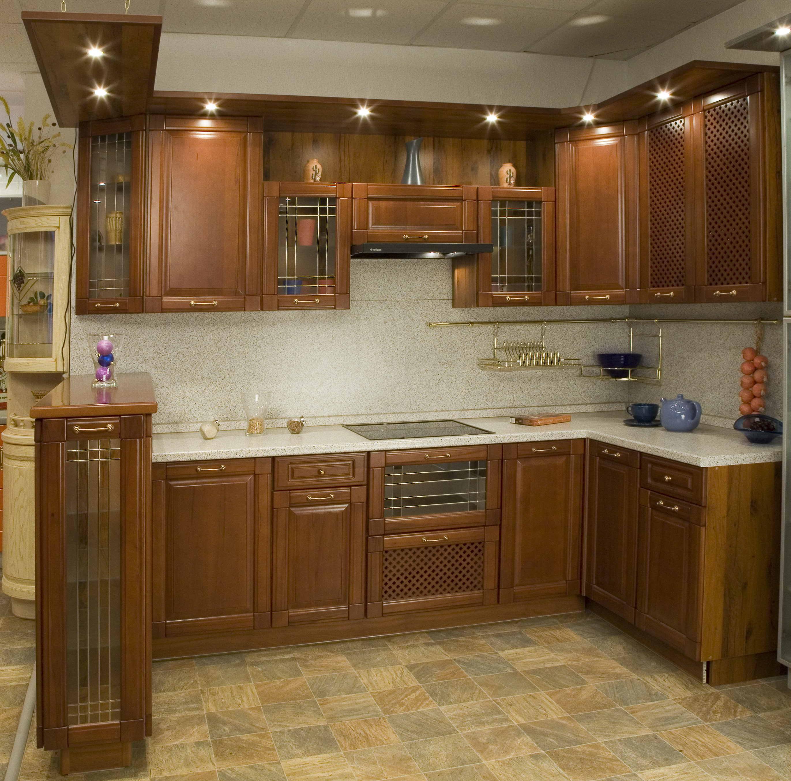 Дизайн угловой кухни из массива 10